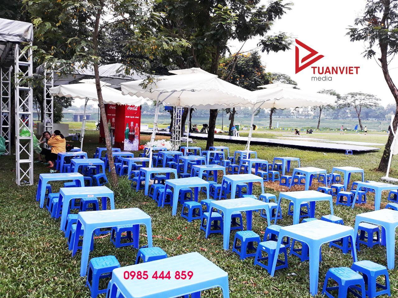 thuê bàn ghế nhựa thấp