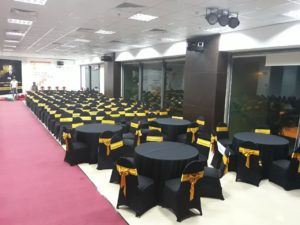 thuê ghế banquet áo đen
