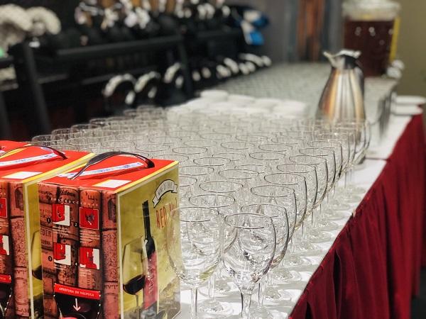 Tuấn Việt cung cấp ly uống rượu cho tiệc tất niên