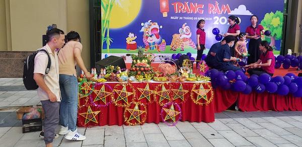 Tuấn Việt tổ chức sự kiện phá cỗ Trung thu
