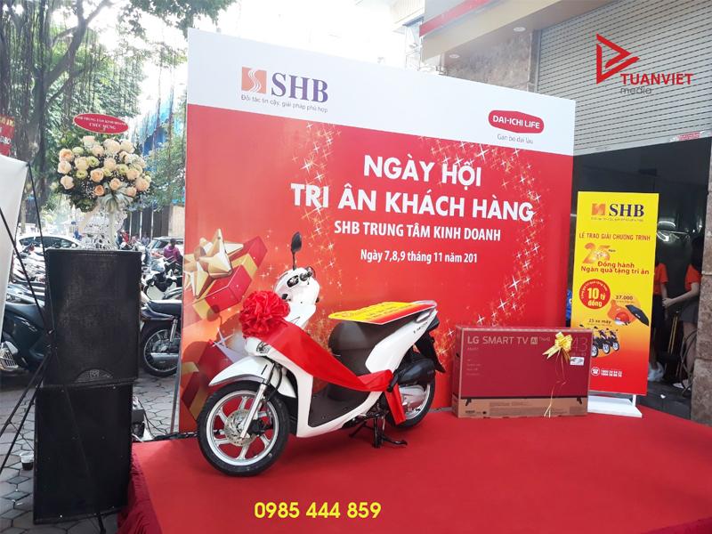 Dịch vụ cho thuê standee giá rẻ tại Hà Nội